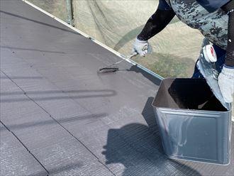 グレーに塗装したスレート屋根