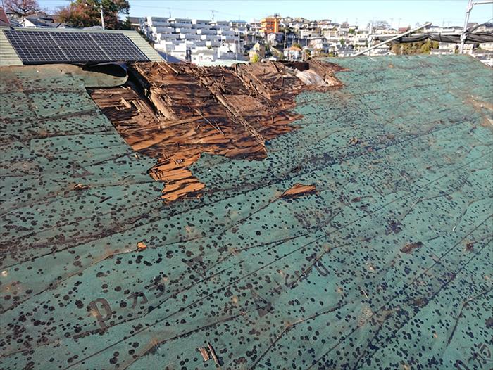 結露で傷んだ屋根