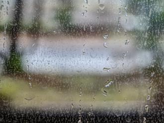 窓ガラスに付着した結露