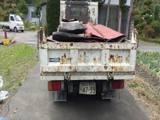 台風被害で飛散した板金の撤去