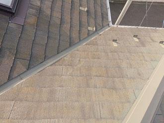 経年での汚れが確認されたスレート屋根