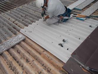 倉庫屋根の部分葺き替え