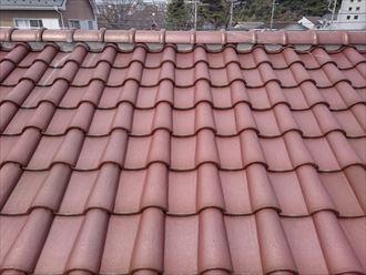 瓦屋根の棟と漆喰