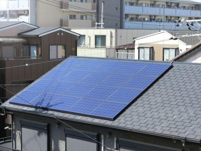 ソーラーパネルがある屋根の補修について