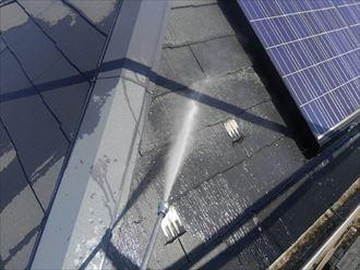 ソーラーパネル設置状態で屋根塗装