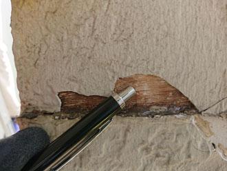 雨水が浸入した庇の支柱部分