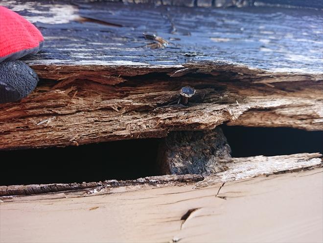 ケラバ破風板が腐食し内部が見えてしまっている状態