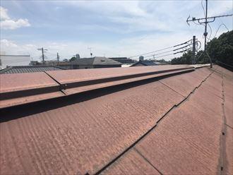 屋根材との隙間が確認された棟板金