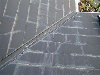 雨染みの見られるスレート屋根