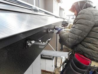 雨樋取付工事 金具設置