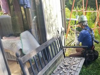 雨樋工事の縦樋取り付け