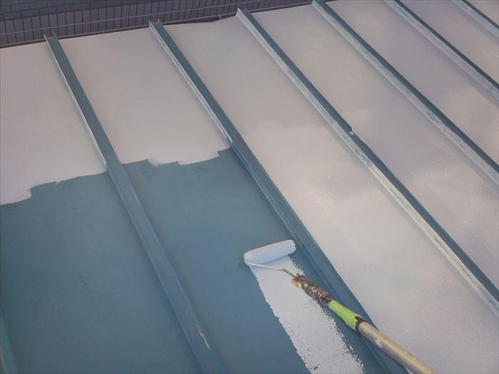 金属屋根塗装の下塗り