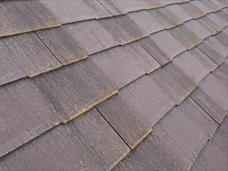汚れたスレート屋根