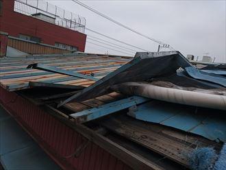 金属屋根の捲れ