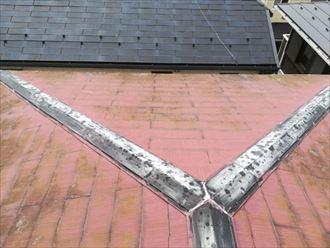 塗膜の劣化が激しい棟板金