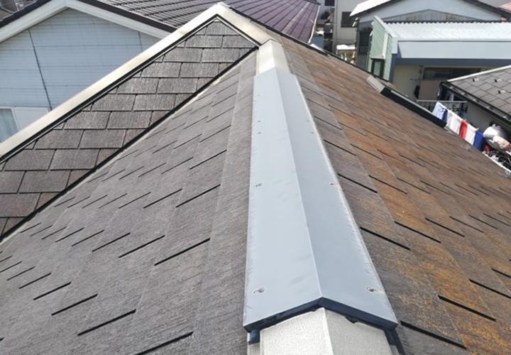 塗膜の劣化が見られるスレート屋根