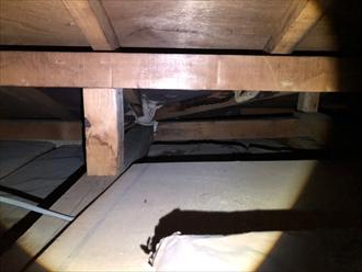 天井裏から状態を確認