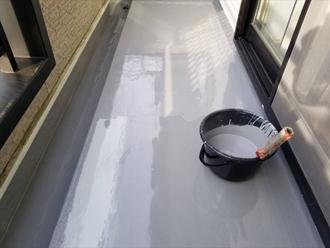 ウレタン防水の様子 トップコート塗布