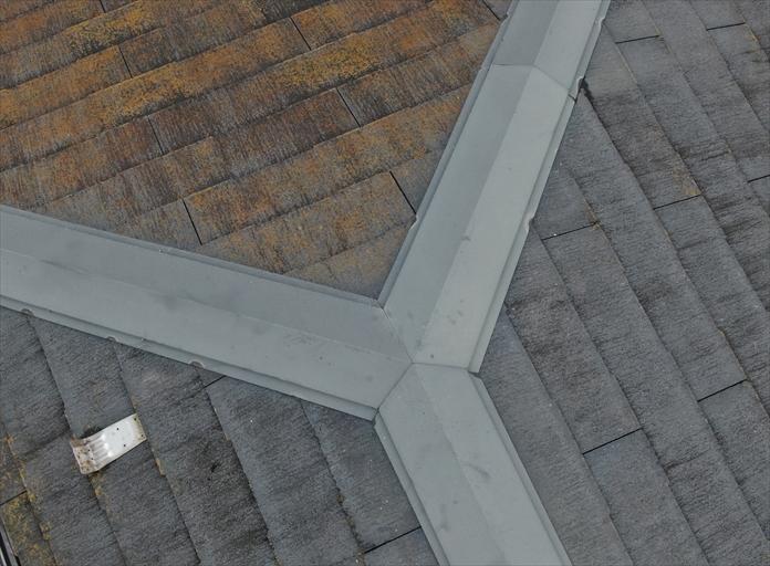 スレート屋根の調査を行う