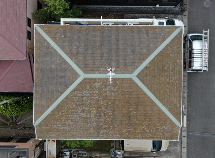 スレート屋根の状態を上空から撮影
