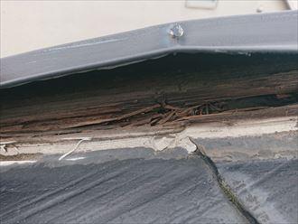 腐食している棟板金の貫板