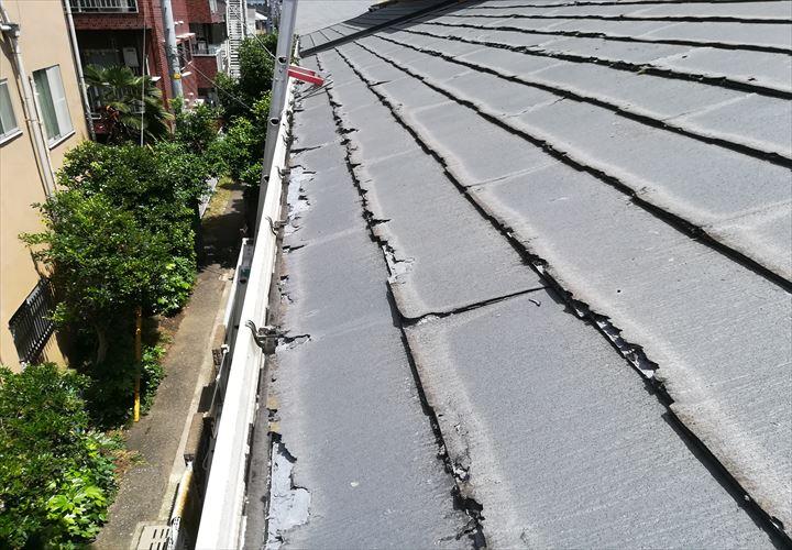 層間剝離が著しいパミールの屋根