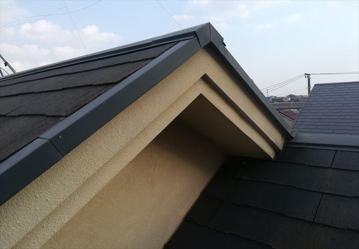 汚れが目立つようになったスレート屋根