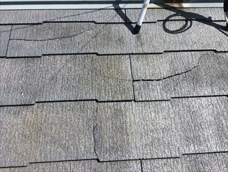 強風で割れてしまったスレート屋根