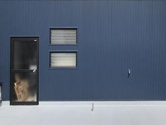 金属の外壁材はモダンな雰囲気がある