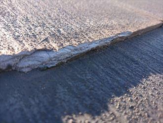 スレート端部に剥離が見られるパミール