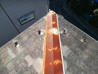 塗装が劣化して錆の発生した棟板金