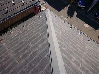 塗膜の劣化したパミールのスレート屋根