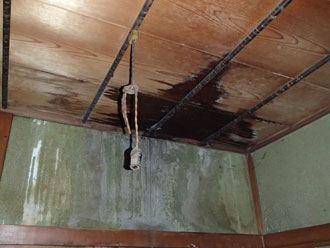 毛細管現象による雨漏り