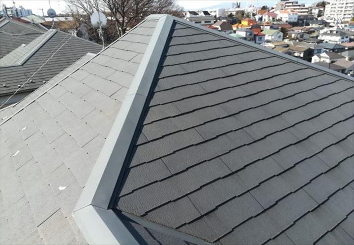 高台に位置するスレート屋根のお住い