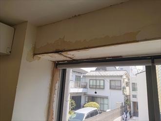出窓の上から雨漏り