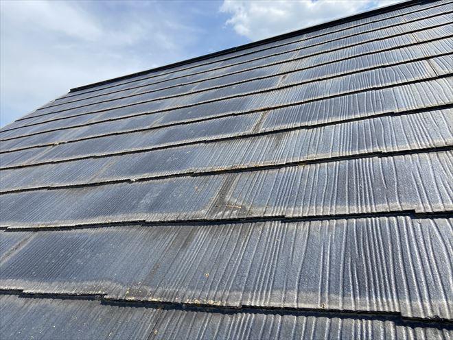 屋根材が変色