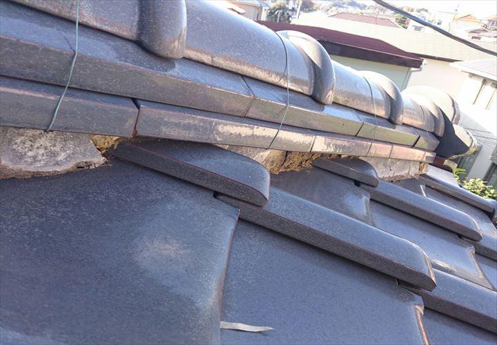漆喰の劣化が見られる築20年の瓦屋根