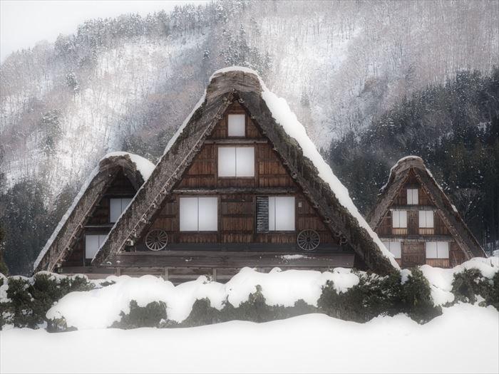 積雪にも強い三角屋根