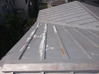 切妻が合体しているような屋根