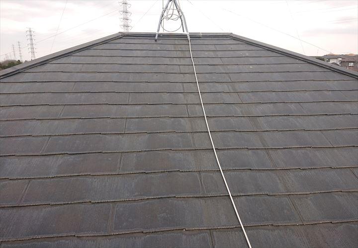 素地の露出したスレート屋根