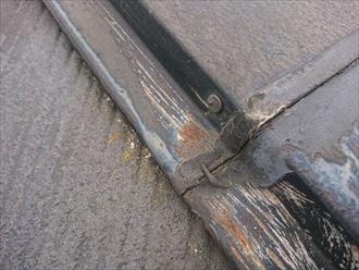塗装が剥がれて錆が発生した棟板金