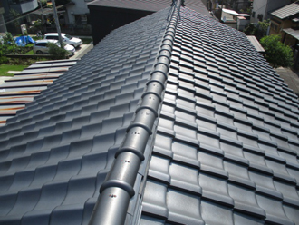 切妻屋根の屋根の上の様子