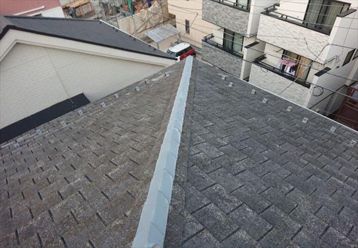 傷みが顕著に表れたアーバニーのスレート屋根