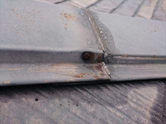 棟板金の固定釘に発生した黒い錆