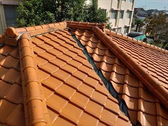 谷樋が絡む複雑な形状をした屋根
