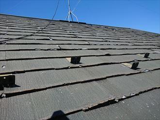 層間剝離の発生したパミール屋根