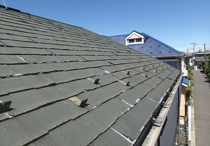 表面に剥離が見られるパミール屋根