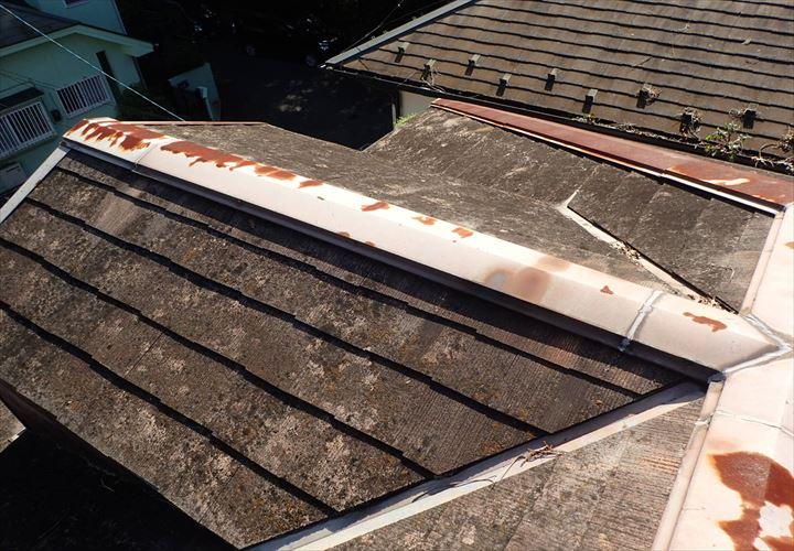 雨漏りが発生したスレート屋根