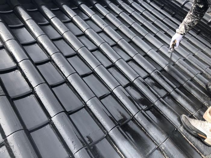 瓦から軽量な屋根材へ交換すると地震に強くなる