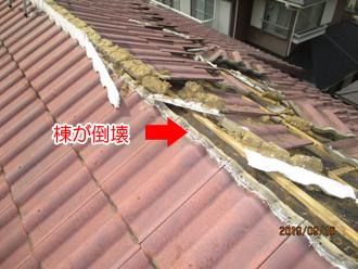 強風で棟瓦が倒壊